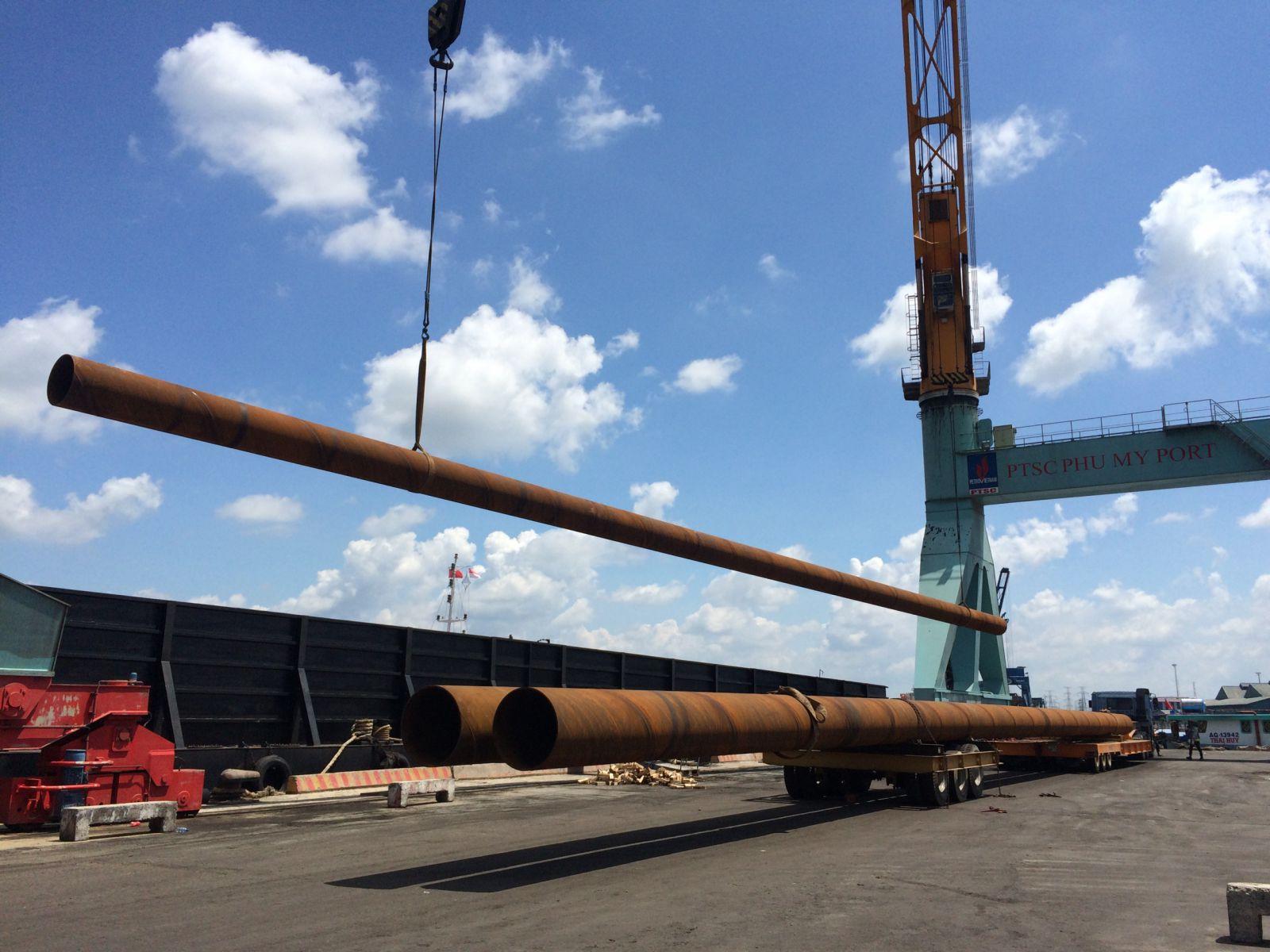 transport long steel pipe vận chuyển ống thép dài